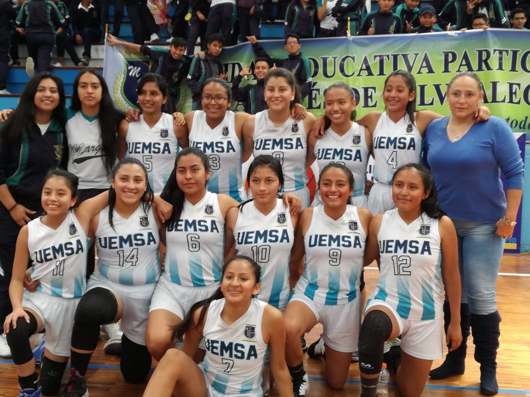 Nuestras jugadoras de la Selección de Básquet, ganaron el torneo Campeón de Campeones, y participarán representando a la Provincia de Pichincha en el Campeonato Nacional Intercolegial de Baloncesto Femenino.